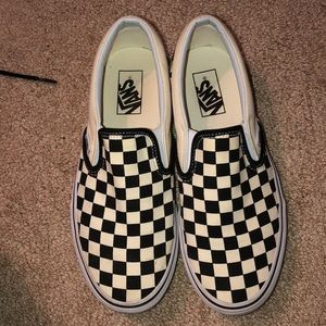 Women's checkered vans in great condition!!